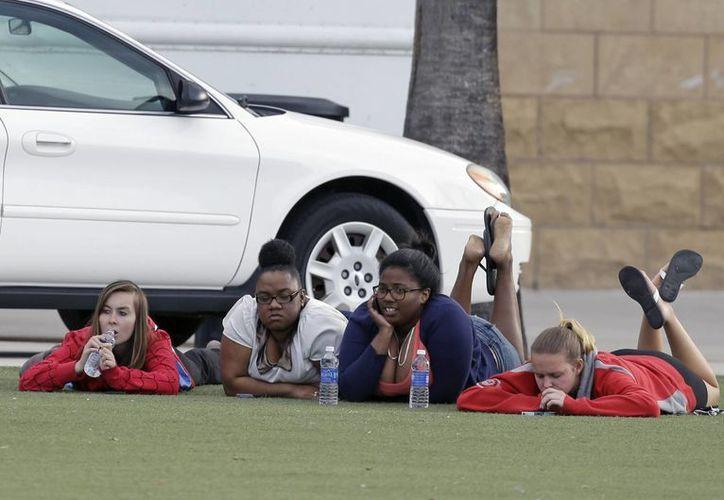 Unos 500 estudiantes fueron desalojados del campus. (Agencias)