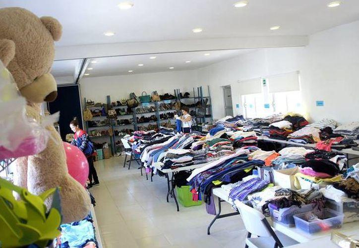 En el bazar de la Cruz Roja se ofertan diversos artículos. (Facebook/Cruz Roja Cancún)