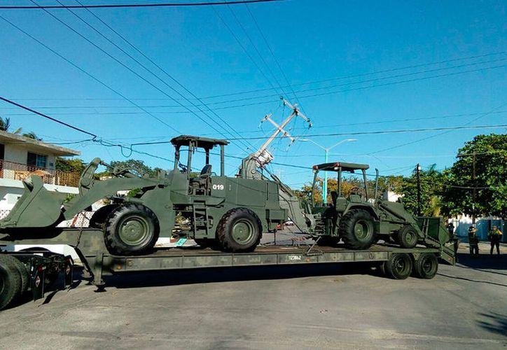 Una de las maquinarias pesadas se trabó con los cables. (Redacción/SIPSE)
