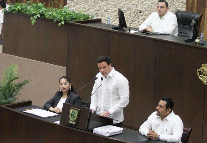 José Enrique Goff Ailloud, titular de la Codhey, al rendir su primer informe ante el Congreso del Estado. (Fotos: Milenio Novedades)