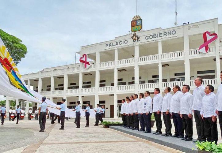 Los presentes rindieron honores al Lábaro Patrio y de la entidad. (Redacción/SIPSE)