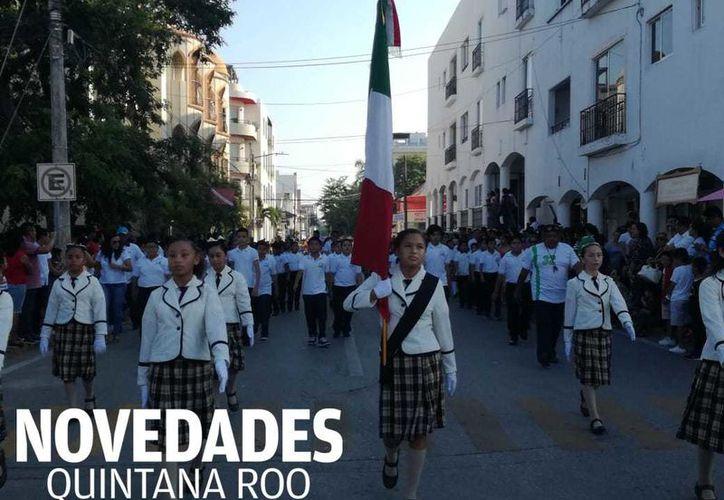 El desfile en Playa del Carmen, arrancó en punto de las 8 de la mañana. (Adrián Barreto)