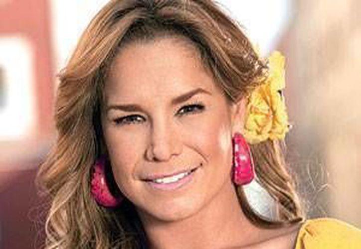 La actriz, Liz Vega, estuvo presente en la conferencia de prensa de la puesta en escena ¡Que rico mambo! que estará en Cancún. (Foto de contexto/SIPSE)