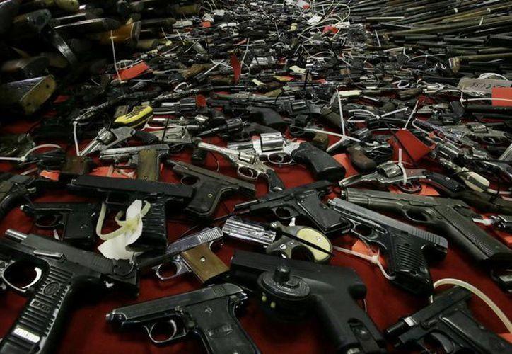 Las autoridades entienden que buena parte de las armas en poder de los delincuentes pertenecían a ciudadanos que por temor decidieron armarse. (Archivo/AP)