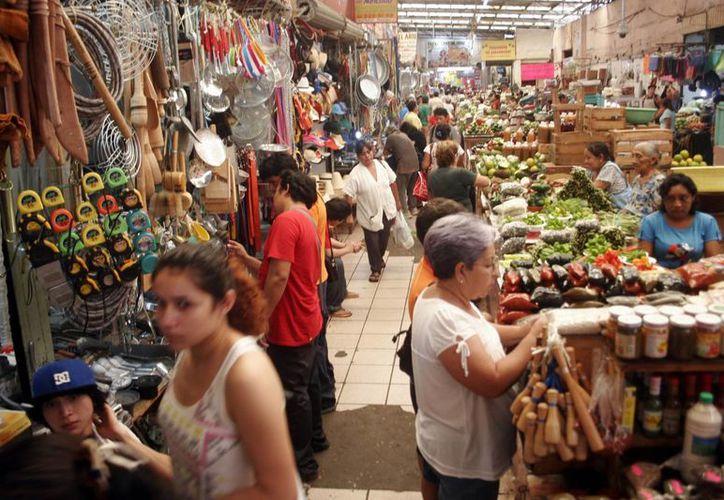Gran actividad hubo en mercados durante estos días previos a la celebración de los muertos. (Milenio Novedades)
