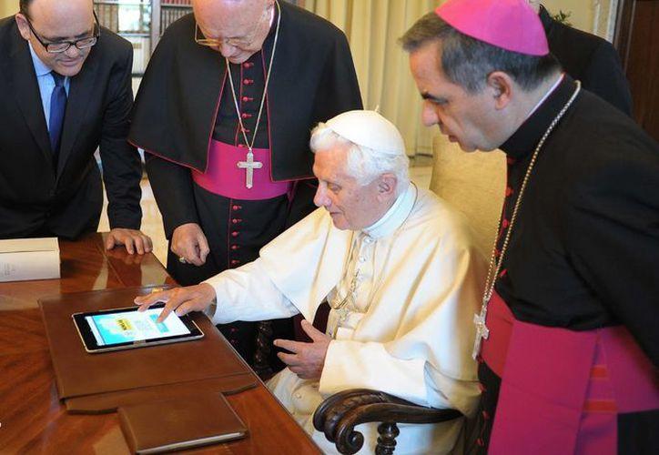 Sorprendió la decisión de Benedicto XVI de abrir ocho perfiles lingüísticos oficiales. (blogspot.mx)