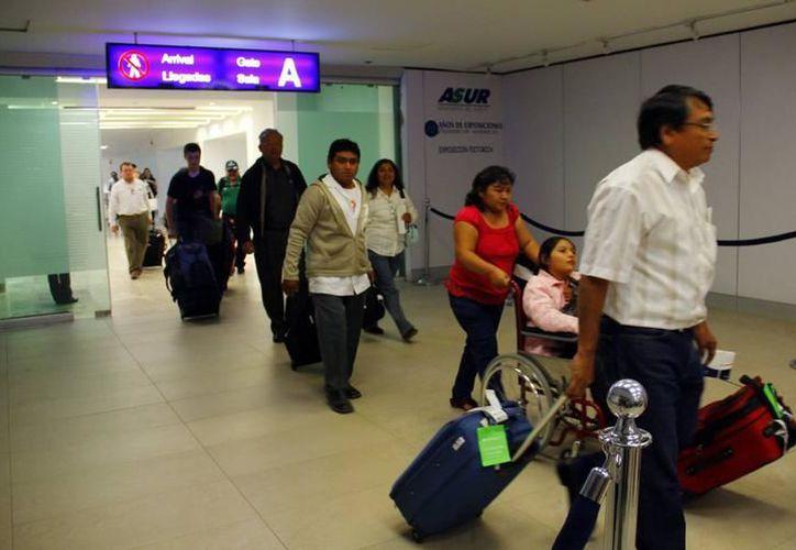 Yucatecos regresan de Estados Unidos para pasar la temporada vacacional en sus municipios de origen. (Milenio Novedades)