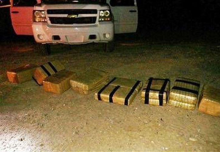 Aproximadamente 81.5 kilogramos de marihuana fueron ingresados a Estados Unidos desde México en un go-kart, cerca de Yuma, Arizona. El hecho ocurrió la noche del jueves 11 de junio de 2015. (AP)