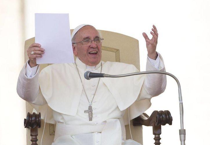 La luz de Jesús 'nos salva de las tinieblas', dijo el Papa. (Agencias)