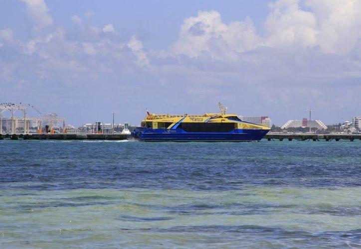 La empresa Ultramar propone disponer de 10 barcos para cruzar del Malecón Tajamar a la zona hotelera de Cancún. (Israel Leal/SIPSE)