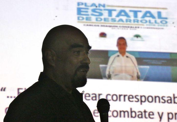 El militar retirado durante su exposición afirmó que los índices de delincuencia no se pueden desaparecer. (Gustavo Villegas/ SIPSE)
