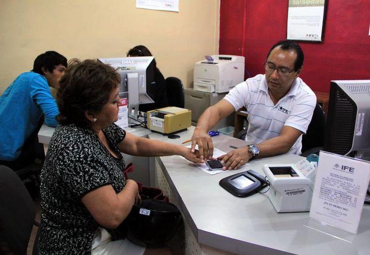 Ofrecen información sobre módulos del IFE y se pueden sacar citas a través del servicio Ifetel. (José Acosta/SIPSE)