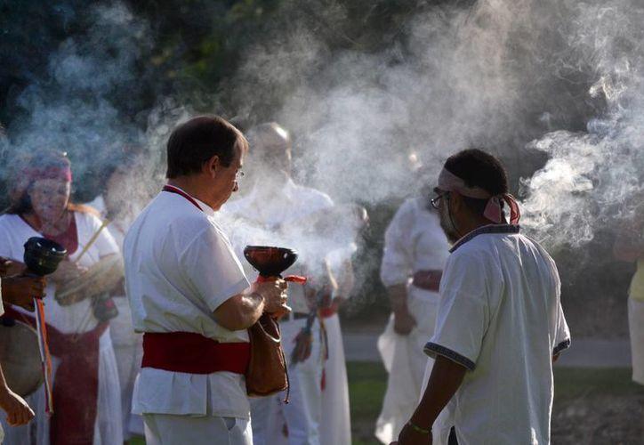 Participantes en un taller de curandería de la Universidad de Nuevo México en una fotografía del 22 de julio de 2012. (Agencias)