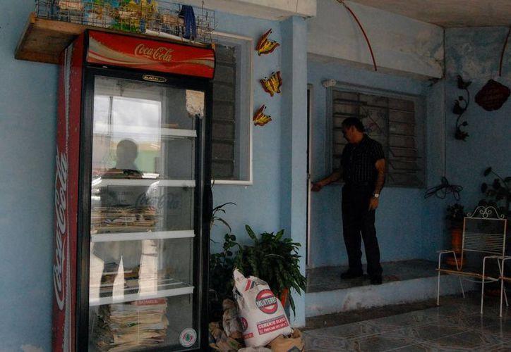 El regidor del PRI y su equipo visitaron las casas de los supuestos beneficiarios. (Milenio Novedades)
