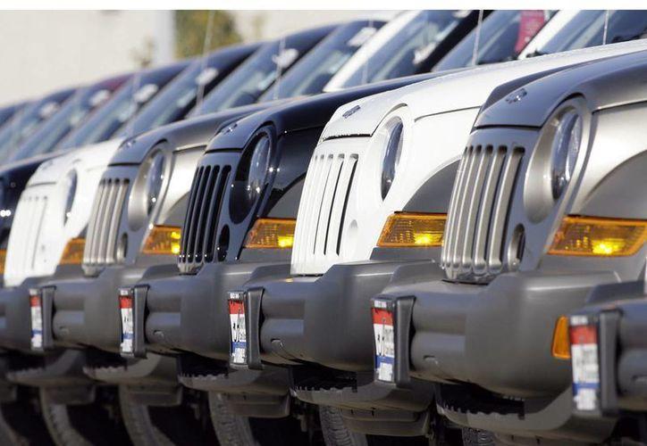 Al parecer las camionetas Jeep se incendien cuando son chocadas por detrás, por un defecto en el tanque de combustible. (AP)