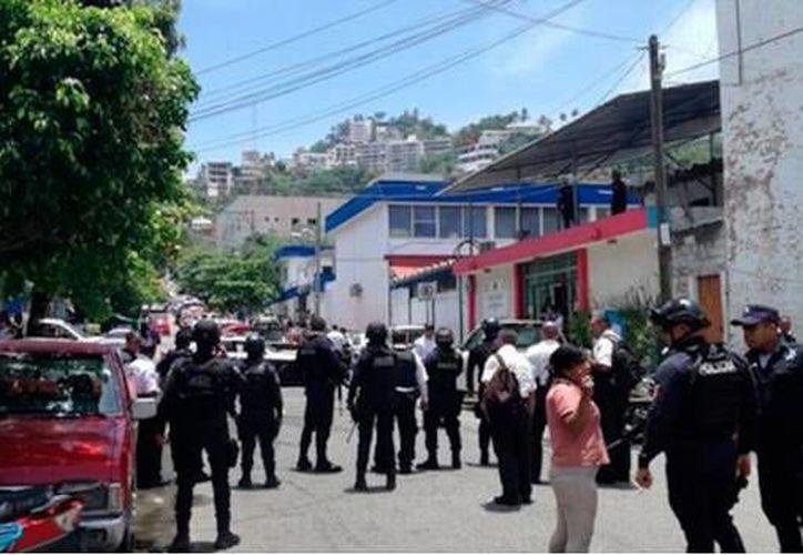Realizan operativos de búsqueda diferentes corporaciones policiales y detienen a uno de los responsables al ataque. (Foto: SDP)