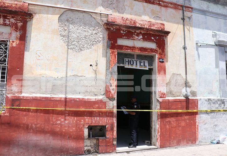 El hotel Castillo del Centro de Mérida, fue el lugar donde se originó lo que parece un homicidio por cuestiones sexuales. (Jorge Pallota/SIPSE)