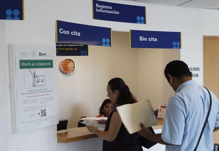 La unidad del SAT en Canaco Mérida atiende aproximadamente a 40 personas al día. (Imagen de referencia/Archivo/SIPSE)