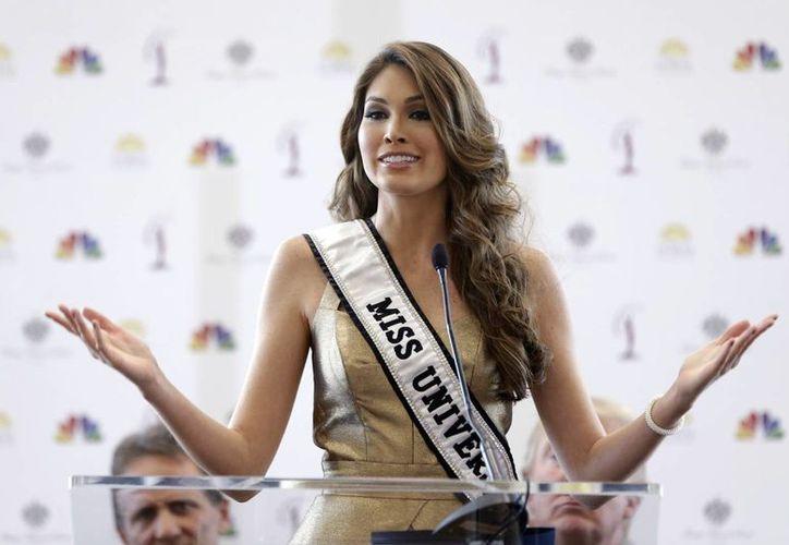 Gabriela Isler durante una conferencia en octubre en Doral, Florida, a pocos días de que termina su reinado como Miss Universo. (Foto de archivo de AP)