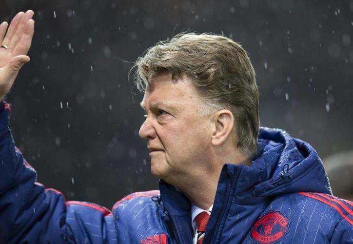 Louis van Gaal ya está fuera del Manchester United a pesar de que este sábado consiguió su único título con los Red Devils. (AP)