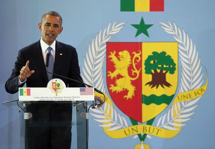El presidente hizo los comentarios en el primer día de un viaje de una semana por tres países africanos. (Agencias)
