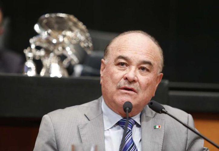 Ernesto Ruffo dijo que no dejará su escaño en el senado hasta que los plazos legales lo ordenen. (facebook.com/RuffoAppel)