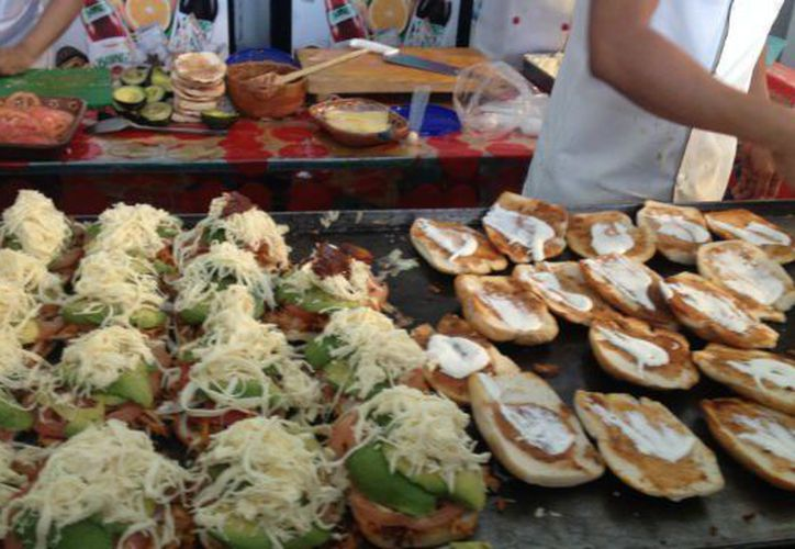 La Feria de la Torta, se lleva a cabo del 26 al 30 de julio en la explanada de la delegación Venustiano Carranza. (Aristegui Noticias)