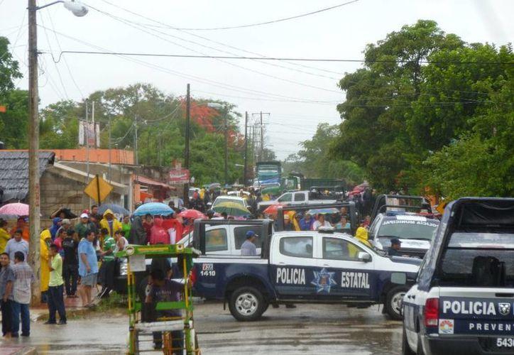 Varias patrullas se presentaron en el lugar de los hechos. (Raúl Balam/SIPSE)