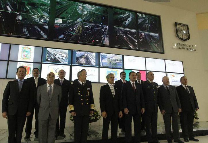 En la reunión se encuentran autoridades como el procurador Jesús Murillo Karam, el Comisionado  de Seguridad, Manuel Mondragón y secretarios de Marina y Defensa Nacional, entre otros. (Notimex)
