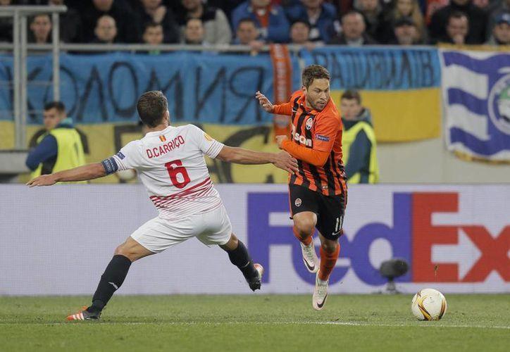 Las semifinales de ida de la Europa League se jugaron este jueves, y el duelo entre Shakhtar y Sevilla arrojó un empate a dos que mantiene en el aire el pase a la gran final del 18 de mayo. (AP)