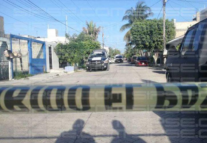 Tres bolsas que presuntamente contenían restos humanos fueron reportadas esta mañana, en la Supermanzana 517, Cancún.  (Redacción/SIPSE)