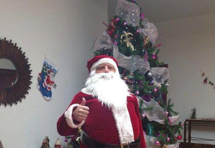 El 'Piojo' Herrera vestido como Santa Claus, en imagen compartida vía Twitter por su hija.