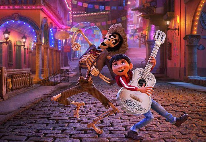 'Coco' se colocó por segunda semana consecutiva en el primer lugar de las taquillas en Estados Unidos. (Pixar)