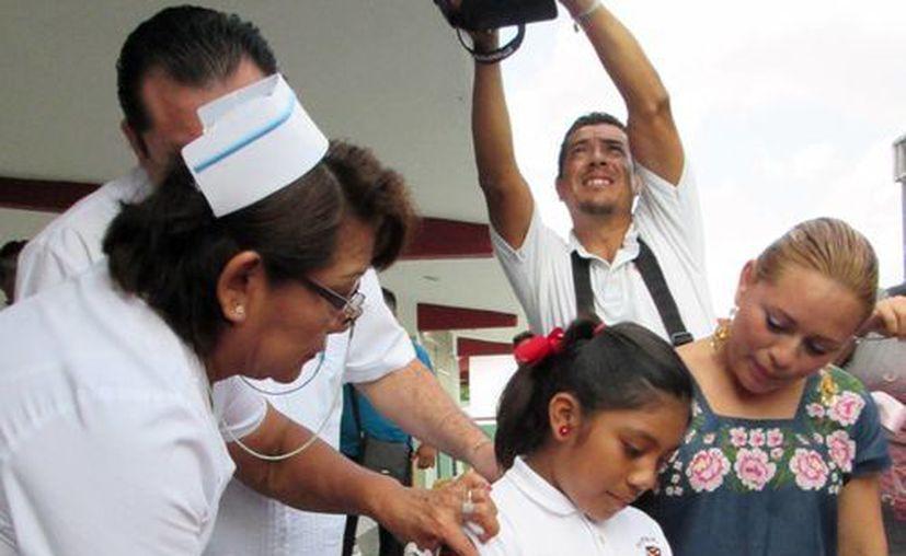 """La jornada comenzó ayer en las instalaciones de la primaria """"Sara María Rivero Novelo"""", que se encuentra en la colonia San Gervasio. (Irving Canul/SIPSE)"""