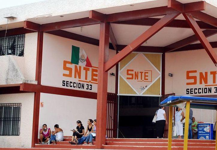 """Instalaciones del SNTE Sección 33 donde se imparte el """"Curso de Fortalecimiento Docente 2014-II"""". (Milenio Novedades)"""