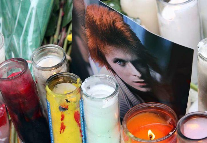En el New York Theatre Workshop, se llevó a cabo un homenaje musical al cantante David Bowie, quien falleció hace unos días a causa del cáncer. La imagen es únicamente ilustrativa. (AP)
