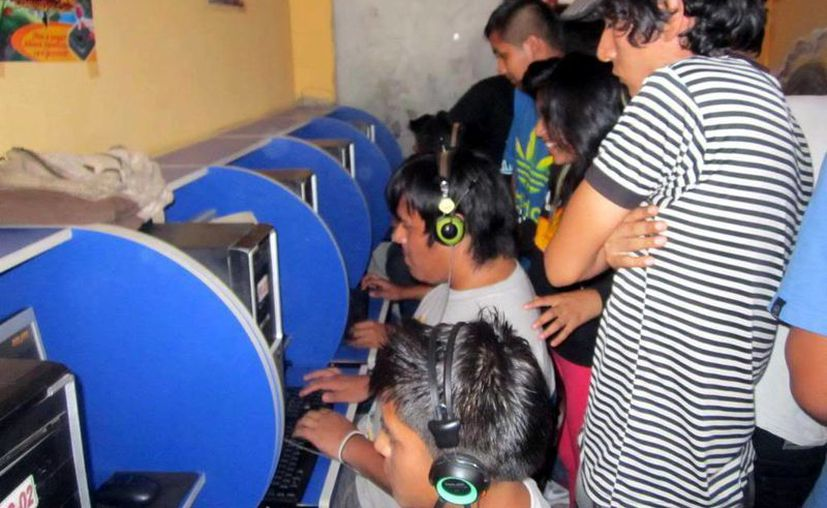 Llaman a los tutores a estar pendientes de lo que sus hijos ven en la red. (Milenio Novedades)