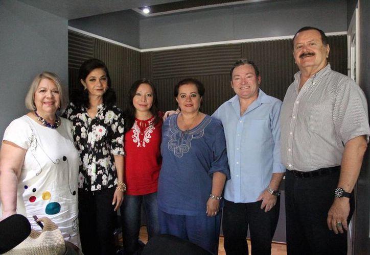"""Conductores e invitados de la emisión """"Salvemos una vida"""". (José Acosta/SIPSE)"""