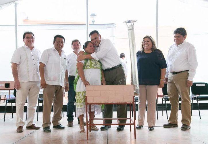 La distribución de estufas ecológicas en Espita forma parte de una distribución que abarcará 20 municipios del estado. (Foto cortesía del Gobierno de Yucatán)