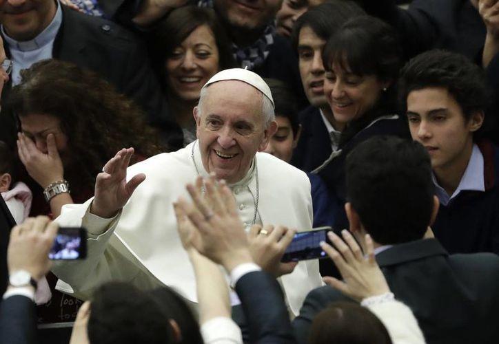 A partir del 2014 comenzaron a circular las monedas con el rostro del Papa Francisco. (AP/Alessandra Tarantino)