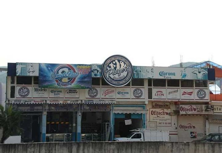 Fachada del bar Players de Chilpancingo, Guerrero, donde un grupo armado acribilló a la clientelea el miércoles 1 de junio de 2016. (Foto: Pedro Tonantzin/excélsior.com)