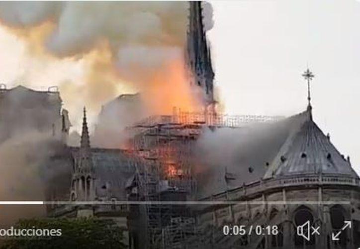 Fuentes del cuerpo de Bomberos han informado que el incendio podría haberse originado durante las labores de rehabilitación del edificio. (Captura de video)