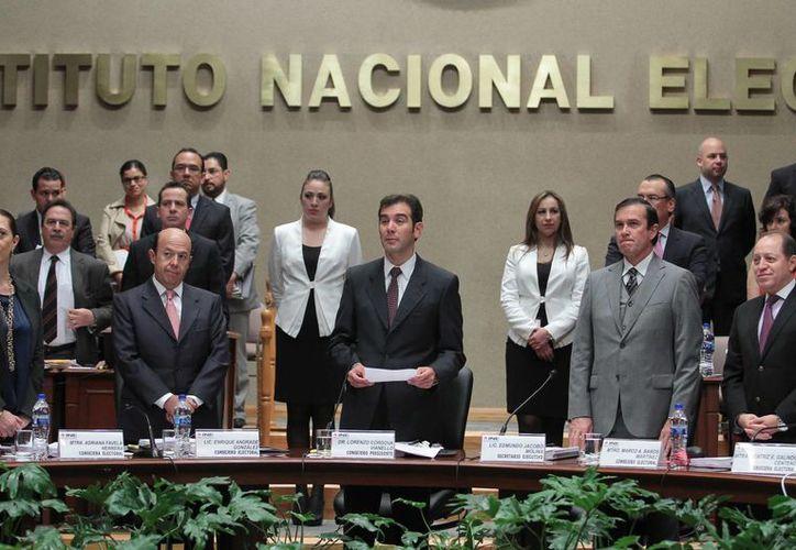 Sesión del INE en la que se aprobó reducir el presupuesto para el próximo año, ante las críticas por el monto solicitado. (Notimex)