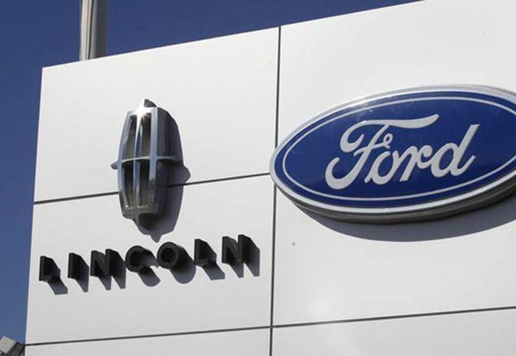 De los vehículos comercializados sin la verificación ambiental fueron cuatro mil 421 fueron de la marca Ford modelo 2015, 251 de esa misma marca pero modelo 2016 y de la firma Lincoln llegó a comercializar 18. (Agencias)