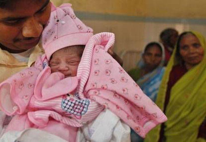 La costumbre de evitar el llanto de un recién nacido está tan arraigada que nadie osa desafiarla. (Archivo/AP)