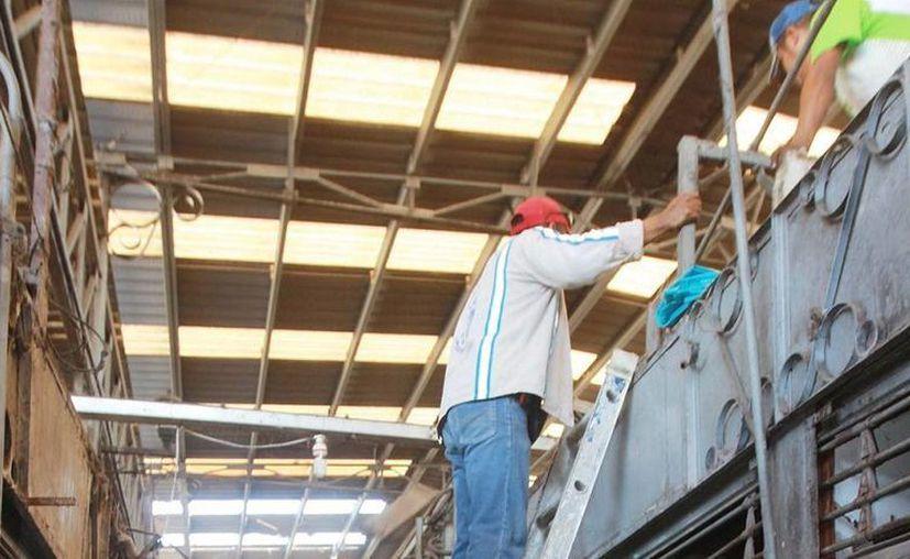 Inician trabajos de rehabilitación a locales del mercado Lucas de Gálvez afectados por un incendio. (SIPSE)