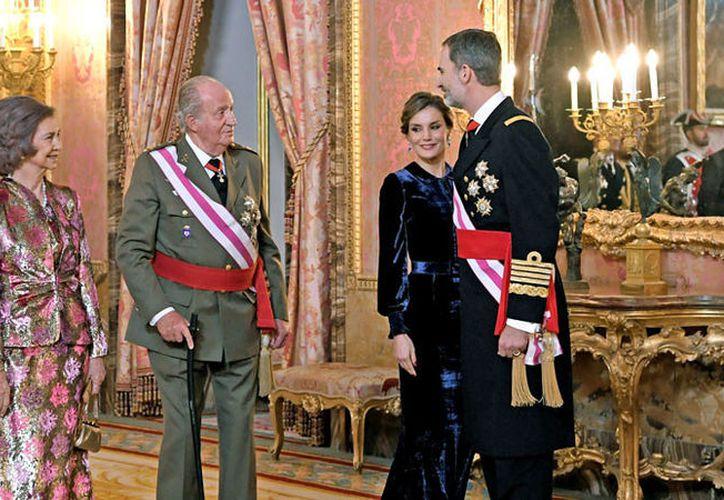 La ostentosa vida de la Familia Real ha generado una gran polémica entre los ciudadanos españoles que aseguran es un gasto innecesario. (RT Noticias)