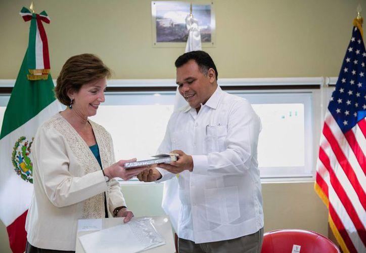 En reunión con la embajadora de EU en México, Roberta S. Jacobson (en su primera visita al país), el gobernador Rolando Zapata hizo énfasis en la importancia de contar con aliados estratégicos y en la innovación transversal para lograr el desarrollo. (Fotos cortesía del Gobierno)