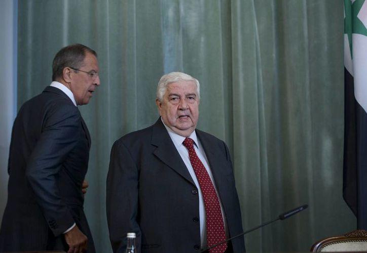 El canciller ruso Serguéi Lavrov (der) y su contraparte sirio Walid al-Moualem en su reunión con periodistas. (Agencias)