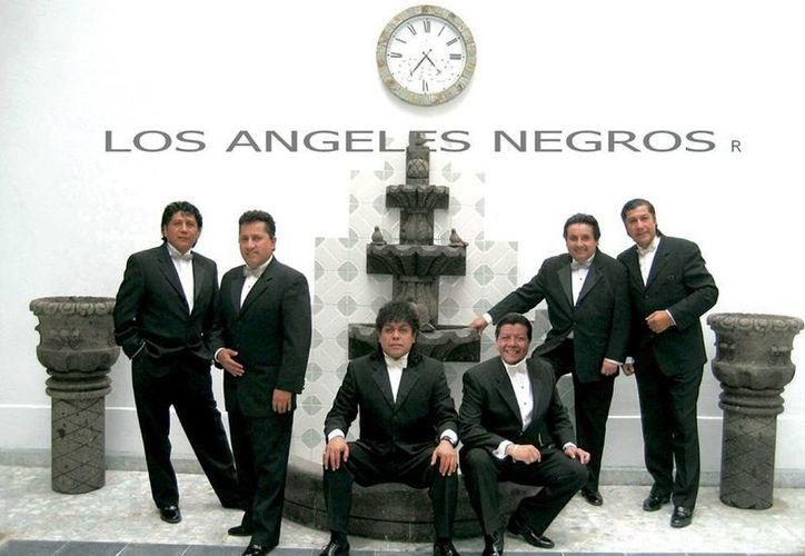 'Los Ángeles Negros' marcaron época con sus canciones románticas, y esta noche, el cantante Javier Arturo interpretará los mejores éxitos. (Milenio Novedades)
